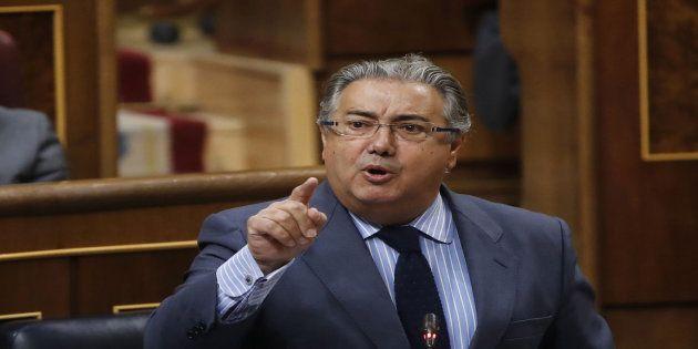 MADRID, 10/05/2017.- El ministro del Interior, Juan Ignacio Zoido, durante su intervención en la sesión...