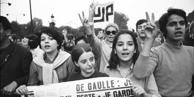 Jóvenes manifestándose en los Campos Elíseos en mayo del 68 (Photo by REPORTERS ASSOCIES/Gamma-Rapho...