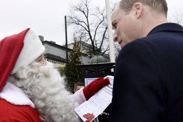 El príncipe Guillermo entrega a Papá Noel la genial carta de su hijo