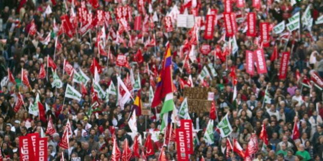 El Gobierno ignora la huelga y saca adelante un alivio a los desahucios sin consenso con el