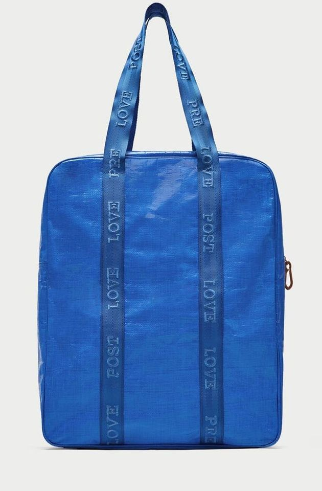 Zara versiona la bolsa azul de