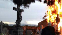 La escalofriante foto del incendio de un cementerio en León que te pondrá los pelos de