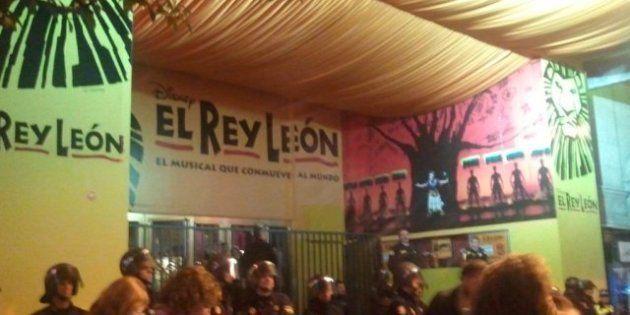 Piquete a El Rey León en la Gran Vía de Madrid el 14N (VÍDEO,