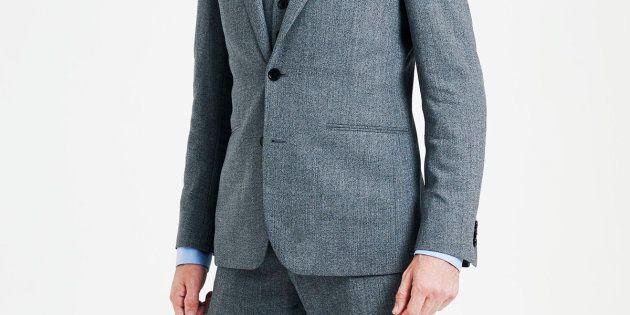Por qué los hombres nunca se abrochan el segundo botón de la chaqueta del