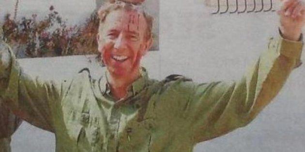 El consejero de Turismo de Baleares, fotografiado con los testículos de un ciervo en la cabeza