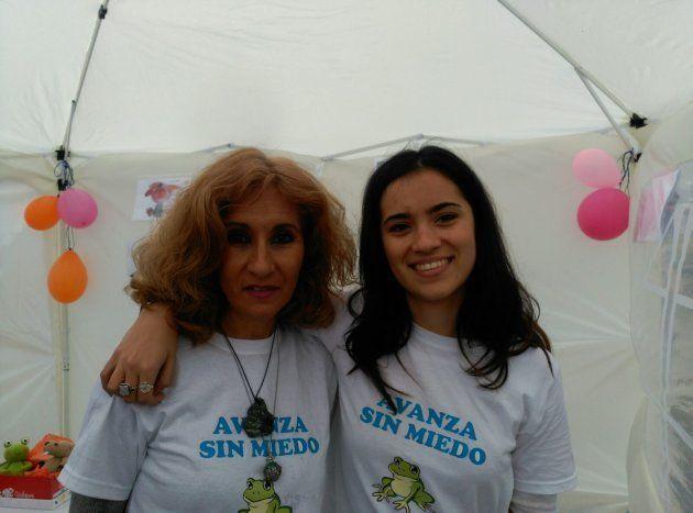 Patricia y su madre en la presentación de la