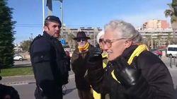 Impiden a unas mujeres pasear por el puerto de Mataró por llevar bufandas