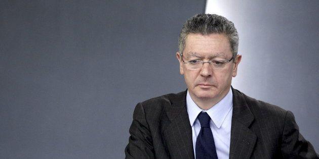 El exministro de Justicia, Alberto Ruiz-Gallardón, durante la rueda de prensa posterior a un Consejo...