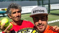 La resignada pulla de Fernando Alonso a su escudería tras los problemas en el