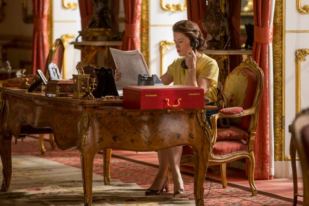 Isabel II (Claire Foy) en una imagen de la segunda temporada de 'The