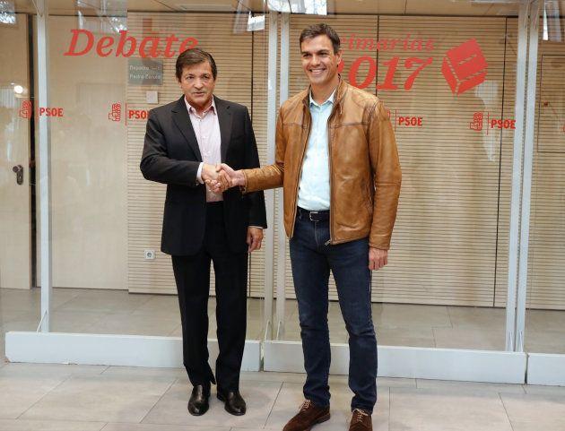 Javier Fernández saluda a Pedro