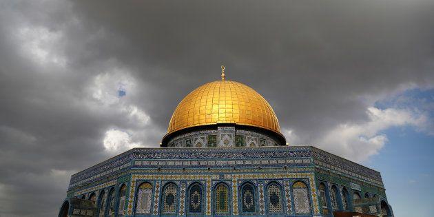 Las nubes se ciernen sobre la Cúpula de la Roca en la Explanada de las Mezquitas de