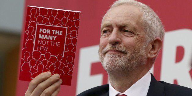 Los laboristas británicos viran a la izquierda con programa