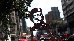 Miles de personas marchan por Caracas en apoyo a Hugo Chávez