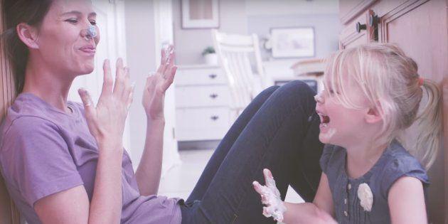 Un emotivo vídeo muestra 'un día normal' en la vida de una madre y su