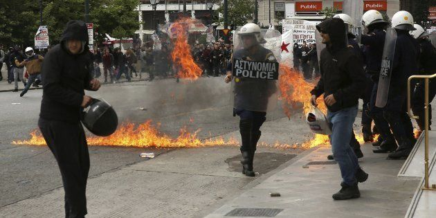 Grecia responde al cuarto estrangulamiento financiero con la primera huelga general de