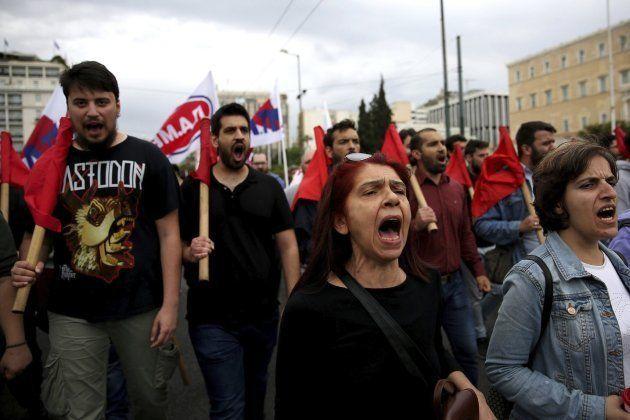 Activistas del sindicato comunista marchan en