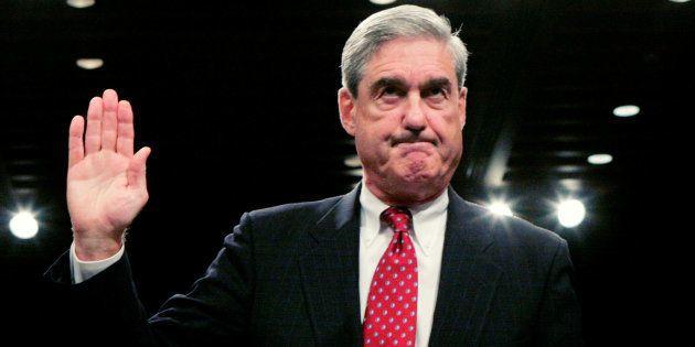 Robert Mueller jura antes de testificar ante un comité del Senado de EEUU en septiembre de