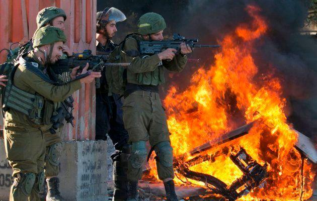 Un palestino muerto y un centenar de heridos en enfrentamientos con soldados