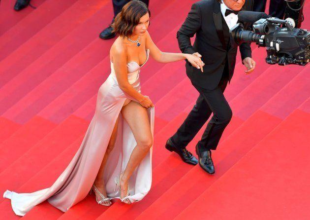 Bella Hadid y su padre, Mohamed Hadid, a su llegada al pase de la película 'Los fantasmas de Ismael'...
