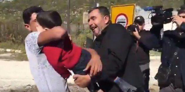El vídeo de un padre sirio reencontrándose con su hijo de 2 años tras un bombardeo que emociona a las