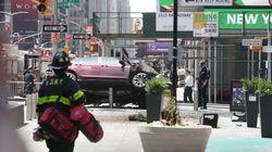 Un coche arrolla a varias personas en Times