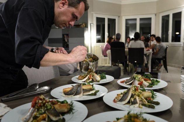 Un chef de 'La Belle Asiette' prepara una cena en