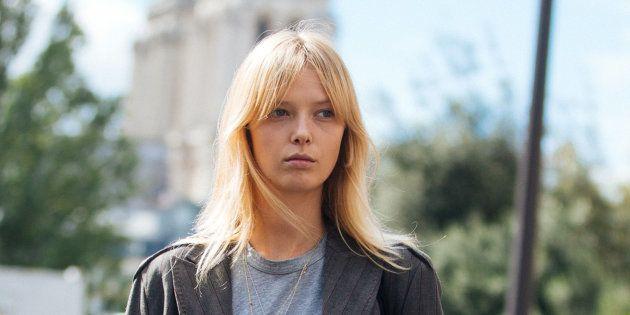 La modelo Ulrikke Hoyer tras el desfile de Lanvin celebrado en París (Francia) el 26 de septiembre de