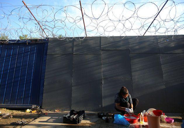 Una refugiada en la frontera de