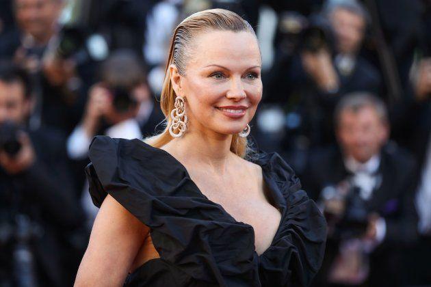 Pamela Anderson posando en