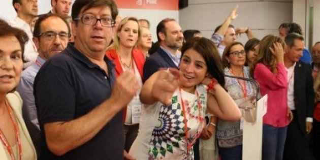 Adriana Lastra celebrando al victoria de Sánchez en