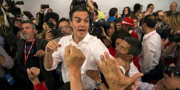 Pedro Sánchez celebra su victoria en