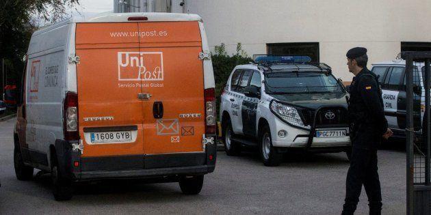La Guardia Civil registra la sede de Unipost y detiene a su director