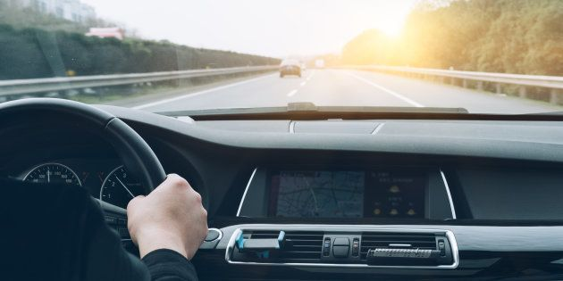 El pequeño truco al conducir que reduciría drásticamente lo que tardamos en ir de un sitio a otro cada