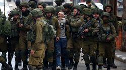 La foto viral que resume la persecución de Israel contra los menores