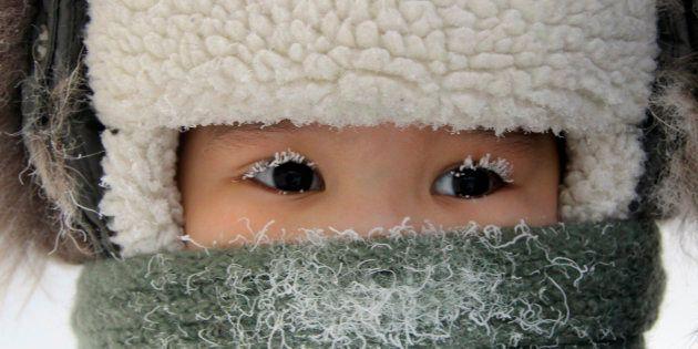 Un niño en la calles de Yakutsk en