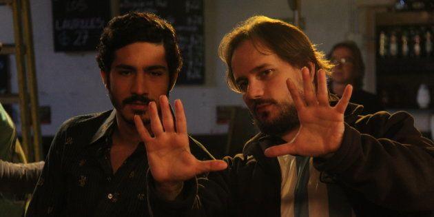 Diego Corsini, director de 'Pasaje de vida', da instrucciones al actor Chino Darín en mitad del