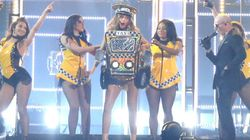 Sofia Vergara se viste de taxi para bailar con Pitbull en los