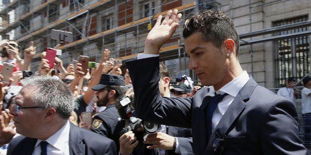 El delantero portugués del Real Madrid, Cristiano Ronaldo, a la llegada a la sede de la Comunidad de...