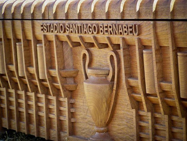 El ataúd del Real Madrid: una réplica del estadio Santiago