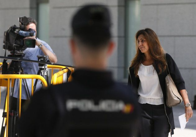 Marta Pineda, esposa del expresidente del FC Barcelona Sandro Rosell, Aa su llegada a la Audiencia