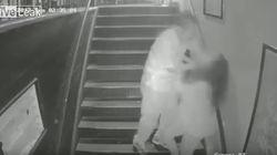 Una cámara capta el angustioso momento en el que un hombre intenta violar a una