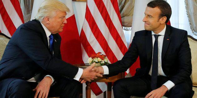Macron gana a Trump en el apretón de