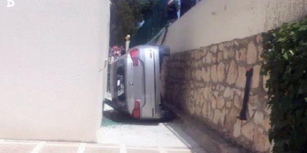 Cae con el coche en el patio del colegio de su hijo cuando iba a