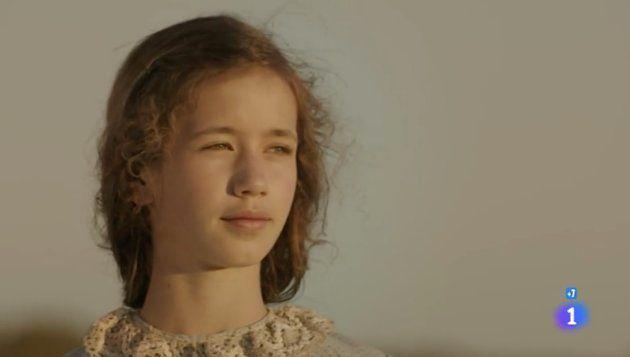 María Bernardeau, hija de Ana Duato, interpreta a Merche de pequeña en el último capítulo de