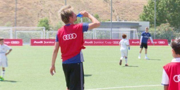 Fabio Coentrao acaba exhausto una pachanga con niños: