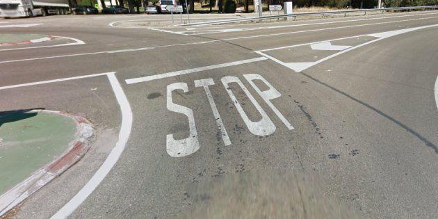 Dos operarios de Tudela (Navarra) pintan por error un 'Sotp' en lugar de 'Stop' y su fallo se vuelve