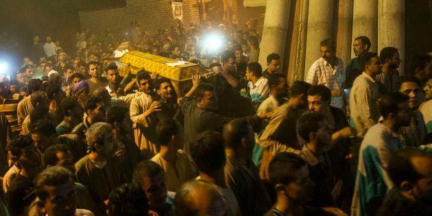 Egipto bombardea bases