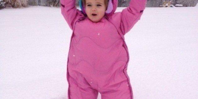 Niños con abrigos mulliditos: imágenes que reconfortan contra el frío