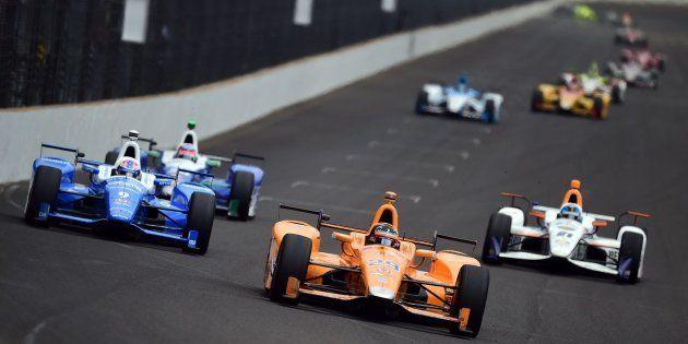 Fernando Alonso rompe el motor en las 500 Millas a pocas vueltas del